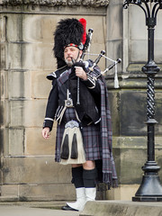 Piper (thaisa1980) Tags: scotland kilt gaitero may scottish escocia mayo tradition edimburgo bagpiper bagpipe edimburgh tradicin gaita 2016 escocs