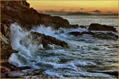 Al Romito (LI).... mare agitato   (HDR) (leon.calmo) Tags: canon tramonto mare livorno onde isola scogli scogliera romito eos50d maremosso leoncalmo