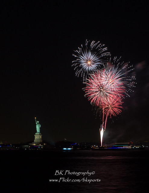 Statue of Liberty 2014 NYE Fireworks-0010