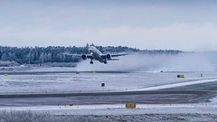 (mikper) Tags: winter airport aircraft aviation thai sverige essa takeoff airliner tg suchitra arlanda arn stockholmsln thaiairwaysinternational boeing7773d7er hstkv
