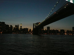 momenti (31) (Alessandro Raffaelli) Tags: sunset red panorama newyork nature colors skyline landscape scenery tramonto quiet view eastriver hush rosso stillness goldenhour calmness quietness puestadelsol pontedibrooklyn lucedeltramonto