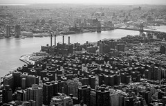 Stuyvesant Town (José Miguel Serna) Tags: 2010 nuevayork stuyvesanttown manhattanbridge bn usa bw bwphotography blackandwhite blancoynegro josemiguelserna rgraffiks newyork city trip america lagranmanzana thebigapple estadosunidos unitedstates ny nyc skyline mahattan cityscape urban ciudad urbano blackandwhitephotography fotografíaenblancoynegro