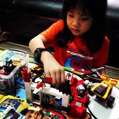 กรุแตก!! เธอเอา Lego ทุกตัวที่มีมาเล่นรวมกัน