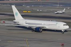 ZS-DJI ZRH 05.01.2015 (Benjamin Schudel) Tags: 767200 boeing aeronexus zsdji zrh lszh zurich