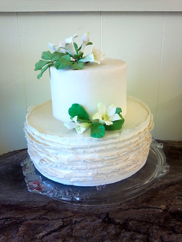 """Small white cala lily wedding cake. • <a style=""""font-size:0.8em;"""" href=""""http://www.flickr.com/photos/50891271@N03/16322184506/"""" target=""""_blank"""">View on Flickr</a>"""