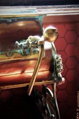 3355 (EricS2010) Tags: bronze alcool cognac robinet cuivre tireuse
