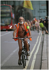 London WNBR 2016: Long distance WNBR (pg tips2) Tags: london wnbr 2016 bareasyoudare bodyfreedom naked nakedbikeride nakedprotest naturale aunaturale clelebratebodyfreedom people peacefulprotest city cyclonudista cyclesafety cycle cyclists wnbr2016 londonwnbr2016 londonwnbr wnbrlondon nudenotrude nue nude nudecyclists asbareasyoudare daretobare aunatural cyclonudistes