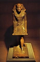 gypten 1999 (237) Luxor-Museum: Statue Amenemhat III. (Rdiger Stehn) Tags: afrika gypten egypt nordafrika 1999 winter urlaub dia analogfilm scan slide 1990er 1990s obergypten sdgypten aad diapositivfilm analog kbfilm kleinbild canoscan8800f canoneos500n 35mm luxor misr  altgypten altertum archologie antike statue museum luxormuseum ausstellungsstck exponat gyptologie