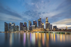 Singapore Skyline @ Marina Bay (tapanuth) Tags: city longexposure sunset sky cloud building water skyline architecture night skyscraper river photography hotel evening bay office singapore asia southeastasia cityscape dusk district business area popular fullerton complex merlion marinabay