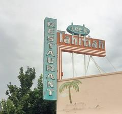 LEE'S TAHITIAN RESTAURANT RICHLAND WASHINGTON (ussiwojima) Tags: leestahitian restaurant bar cocktail lounge palm tiki polynesian richland washington neon advertising sign