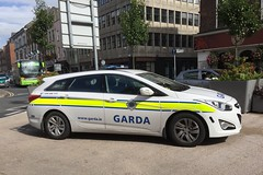 Hyundai Irish Police Car - An Garda Siochana - Limerick City - Ireland (firehouse.ie) Tags: stationwagon estate wagon patrol oconnellstreet enforcement law cop cops civilguard theshades shades gardai guards policija polis politi policja policie policia polizia lauto automobile autos coche coches cars car angardasiochana ireland city limerick hyundai polizei police siochana garda ags