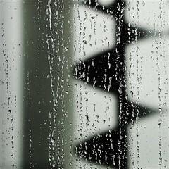 Graphic rain (nathaliedunaigre) Tags: rain pluie carr graphique graphic dehors dedans vitre drops gouttes outside inside beaubourg paris