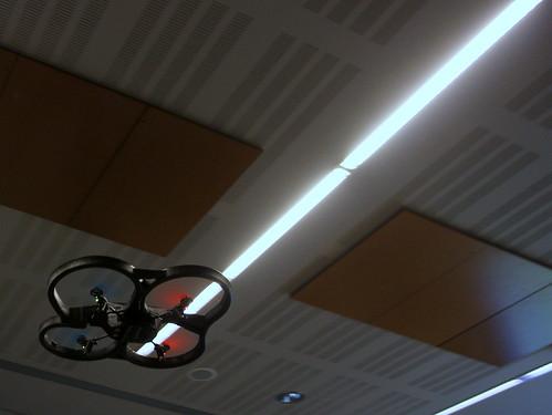 Mieux que Star Wars - un drone et son sabre laser !