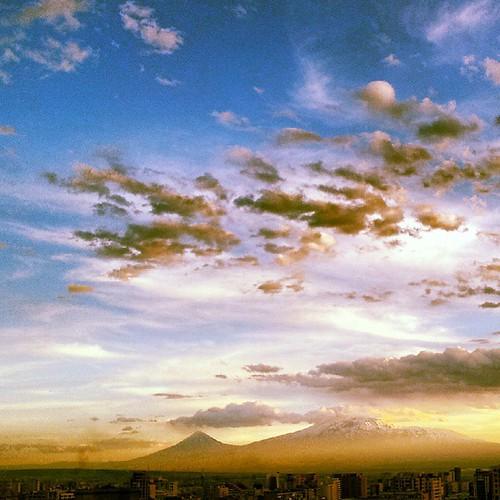 #armenia #ararat #erevan #yerevan #ig_armenia #igers_armenia #instaarmenia #sunset #sunsets #tramonti #tramonto #hayastan #picoftheday