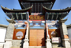 491 Yunnan - Tonghai (farfalleetrincee) Tags: china door travel tourism temple asia adventure guide yunnan streetview urbanlandscape  tonghai
