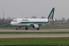 AIRBUS A320 216 ALITALIA EI-EID 4523 Pape Entzheim novembre 2014 (paulschaller67) Tags: novembre airbus pape alitalia a320 216 2014 entzheim 4523 eieid