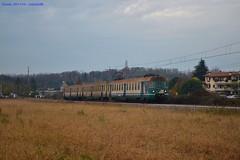 """Trasferta al """"meridione"""" per le valtellinesi (mdeste96) Tags: treno trenitalia velate seregno usmate carnate convoglio elettromotrice ale803 trenord"""