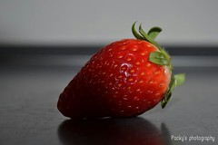 Fragola.. (packyph) Tags: fragole strawberry frutta rosso bosco piante fruit fragola stagione red sole natura life
