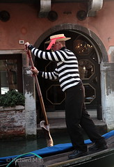 Venice 2014 (Richard Mills) Tags: classic hat oar striped gondolier boater venicegallery