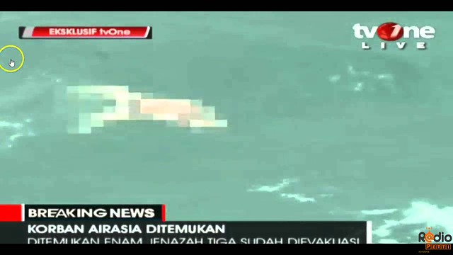 AirAsia QZ8501 Dead Bodies in Sea : Video Footage