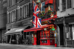 The Globe, Bow Street (Lee Nichols) Tags: greatbritain london photoshop pub unitedkingdom flag patriotic flags pubs patriotism unionjack unionflag bowstreet hdr highdynamicrange selectivecolour publichouse londonpub photomatix londonpubs tonemapped tonemapping handheldhdr cmwd cmwdred canoneos600d