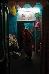 India-Delhibinnenshuisweb (rose.vandepitte) Tags: street people india colors delhi streetphotography documentary human varanasi dailylife slum lanes thirdworld kathputli