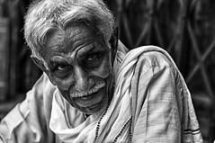 Varanassi (India) (guailon79) Tags: street trip viaje portrait india white black blanco calle retrato negro bn gome