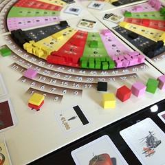 Die Macher - เล่นครั้งที่สอง สนุกกว่าครั้งแรกเพราะเล่นครบ 5 คน เป็นเกมที่จำลองความสำคัญของเงินในแคมเปญเลือกตั้งและการปรับแนวนโยบายของพรรคให้เข้ากับความคิดเห็นของประชาชนแต่ละรัฐ รวมทั้งต้องใช้เงินซื้อ(พื้นที่)สื่ออย่างเหมาะสม ยิ่งเล่นรอบหลังๆ ยิ่งโหด - โดย