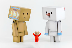 (MyLittleDanbo) Tags: bear white snow man cute bird japan robot snowman with teddy box tie astronaut banana suit cardboard 005 limited edition revoltech duralumin makdanboard jurarumin