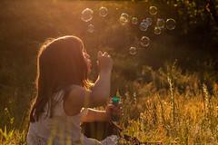 19/52 Starry bubbles (Nathalie Le Bris) Tags: sunset backlight contraluz atardecer child bubble enfant nio contrejour bulle pompa