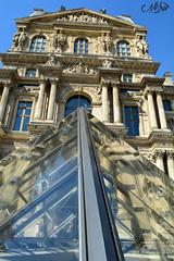 Une de modernit dans l'ancien (neku.chou) Tags: paris louvre muse pyramide architecture modernit verre court napolon ieoh ming pei palais france nikon 5200 city ville