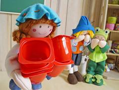 Menina: Sapinhoooo! Não acredito nisto! (Ateliê Bonifrati) Tags: christmas cute natal diy craft reciclagem pap christmasbell danoninho passoapasso bonifrati littlebells
