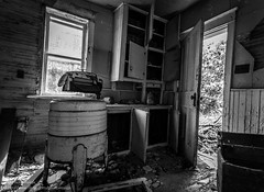 Cleanliness is Next to Godliness (photoMakak) Tags: abandoned kitchen canon cuisine quebec decay qubec washingmachine derelict canonef1740mmf4lusm ruraldecay 6d abandonn ruralexploration laveuse rurex ruralquebec qubecrural canon6d ruralexplorer photomakak