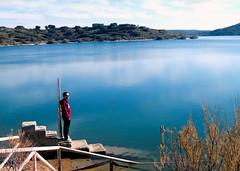 Al sol de enero (_Zahira_) Tags: blue portrait sky azul stairs lafotodelasemana agua retrato olympus cielo laguna escaleras embalse ruidera ngr e500 uro peñarroya