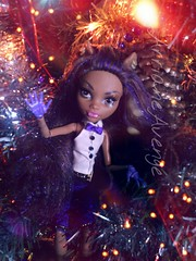 Happy Holidays. (ArrianeAvenge) Tags: hello from santa tree abbey monster happy skull high wolf holidays doll dolls venus sweet hobby 1600 collection gifts wishes kawaii monsters 13 shores mh mattel rochelle christmans goyle hitty christmanstree clawdeen monsterhigh draculaura sweet1600 mcflytrap 13wishes