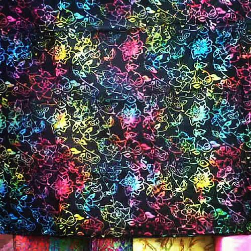 Kain Batik Cap Karya Pengrajin Batik Solo Dengan Motif Modern