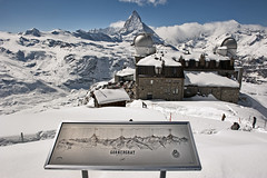Welcome to the Gornergrat. A view of the Matterhorn.  Winter paradise. (Izakigur) Tags: winter light white mountain snow mountains stars happy schweiz switzerland licht nikon europa europe flickr paradise suisse suiza swiss feel free happiness trainstation sua gornergrat zermatt nikkor svizzera wallis lepetitprince robbiewilliams valais thelittleprince cervin cervino myswitzerland ilpiccoloprincipe lasuisse 100faves 200faves swissfranc  300faves lecervin 400faves kantonwallis 250faves nikond700 nikkor2470f28 izakigur