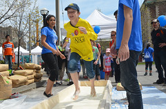 running on water.... and corn starch (mcfcrandall) Tags: toronto fun outdoors universityoftoronto experiment run science event uoft cornstarch sciencerendezvous
