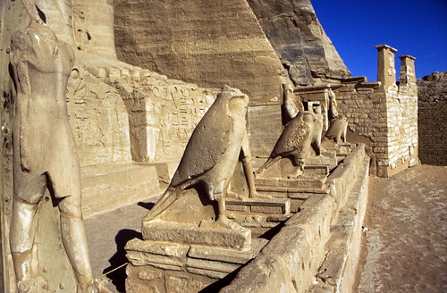 "Ägypten 1999 (118) Assuan: Großen Tempel, Abu Simbel • <a style=""font-size:0.8em;"" href=""http://www.flickr.com/photos/69570948@N04/26851580473/"" target=""_blank"">View on Flickr</a>"