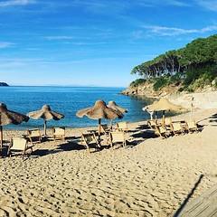 Buongiorno dalla spiaggia di #calanova a #capoliveri nello scatto di @tarkhan. Continuate a taggare le vostre foto con #isoladelbaapp il tag delle vostre #vacanze all'#isoladelba. http://ift.tt/1NHxzN3 (isoladelbaapp) Tags: rio marina elba porto di campo azzurro portoferraio marciana isoladelba capoliveri visitelba