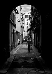 IMG_3883 (::nicolas ferrand simonnot::) Tags: life street city white black paris field zeiss vintage lens photography 50mm prime darkness jena mount mc german carl manual praktica depth | 2016 prakticar ƒ14 ƒ56