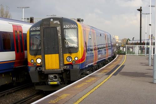 450005 Arrives at Clapham Junction
