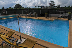 Htel Le Mistral - Chteauneuf-du-Rhne (France) (Meteorry) Tags: blue france hotel europe july bleu swimmingpool piscine htel 2014 n7 drme rhnealpes meteorry logis lemistral rn7 routenationale7 logisdefrance htelrestaurant chteauneufdurhne