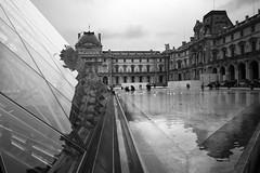 Le Louvre (*Ολύμπιος*) Tags: paris france water glass água vidro museum museu pyramid frança museo acqua francia pyramide reflexo vidrio parigi piramide riflesso refletion reflecion vitro