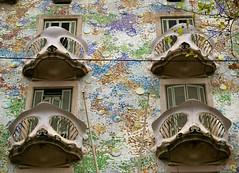 Casa Batlló (pablocabezos) Tags: barcelona españa tile spain catalonia gaudi catalunya fachada modernismo cataluña batllo azulejos balcones 2014 trencadis pavelcab pablocabezos