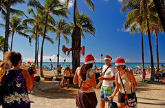 Christmas with the Duke (jcc55883) Tags: christmas hawaii nikon waikiki oahu tourists visitors d40 melekalikimaka kalakauaavenue dukekahanamokustatue kuhiobeachpark nikond40 yabbdabbadoo