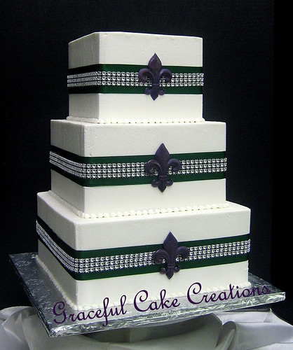 Elegant Square Ivory Butter Cream Wedding Cake With Emerald Green