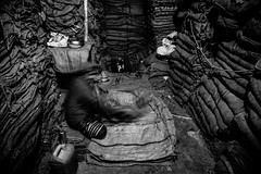 The sack maker (Hermaenos) Tags: life street people bw monochrome work canon market streetphotography dhaka bazaar bangladesh 6d 24105 vftw