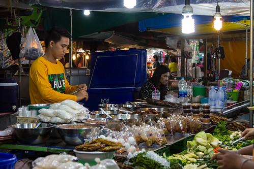 Food vendor bagging a serve