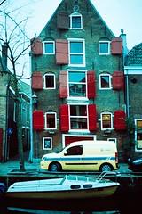 I'll always tease, tease, tease (cabaret ambulante) Tags: house holland canonav1 haarlem analog casa nederland thenetherlands holanda analgico